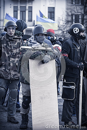 Autodefesa de Evromaydan em Ucrânia Foto Editorial