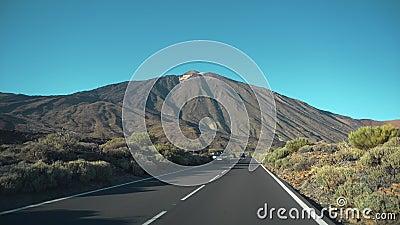 Automóvil En Dirección Al Volcán Teide almacen de metraje de vídeo