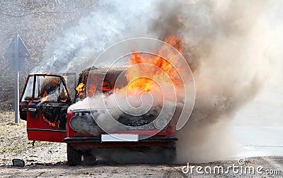 Automobile bruciante