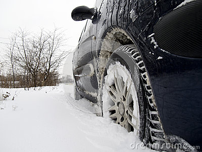 Automobile in neve