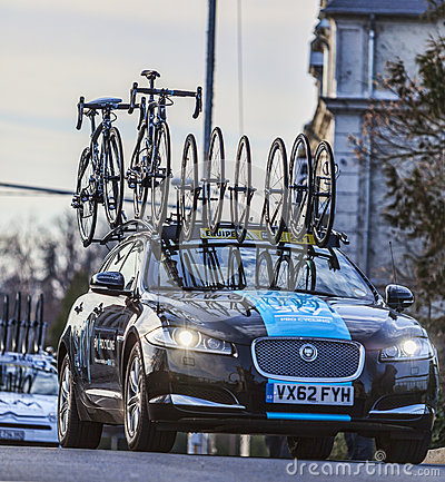 Automobile tecnica del gruppo di Procycling del cielo Fotografia Stock Editoriale