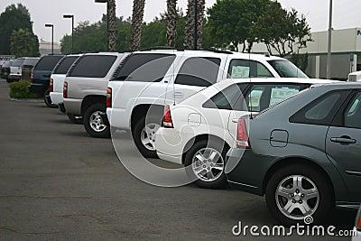 Automóveis novos para a venda