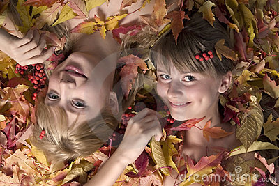 Autumn leaves girls