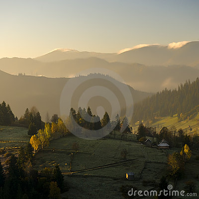 Free Autumn Sunrise In Mountains Royalty Free Stock Image - 16723106