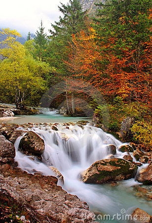 Free Autumn Waterfalls Royalty Free Stock Photos - 616238