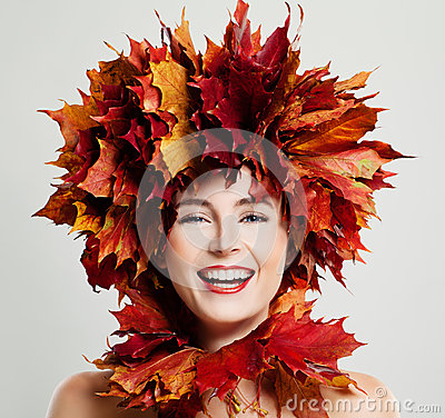 Free Autumn Woman Laughing. Fall Maple Leaves Wreath Royalty Free Stock Photo - 92119685
