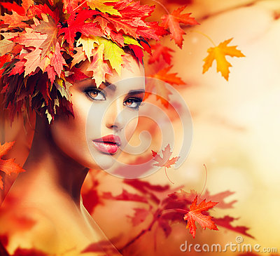 Free Autumn Woman Portrait Royalty Free Stock Photo - 33485635