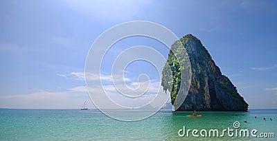 Ö av kust av Thailand