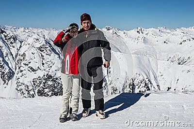 Två skiers på ett avbrott