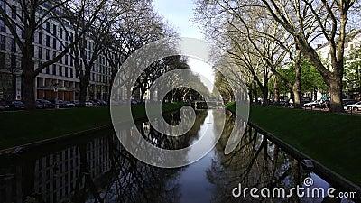 Avenue Konigsallee Canal, Dusseldorf, Allemagne du Roi clips vidéos