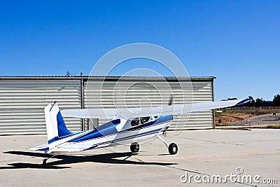 Avião de Cessna 180