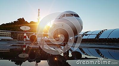 Avión en el aeropuerto Mañana azul Concepto del viaje y del negocio almacen de video