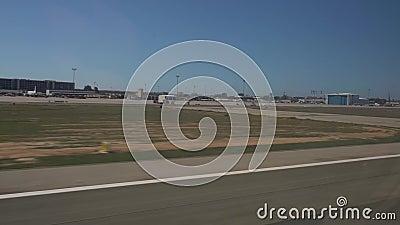 Avión en pista en el aeropuerto de Majorca almacen de metraje de vídeo