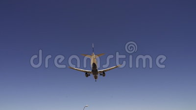 Avions à l'approche pour débarquer à l'aéroport Las Vegas - ville de McCarran de Las Vegas Nevada/USA banque de vidéos