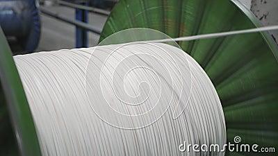 avvolgimento in rame del cavo sulla bobina Produzione di cavi elettrici video d archivio
