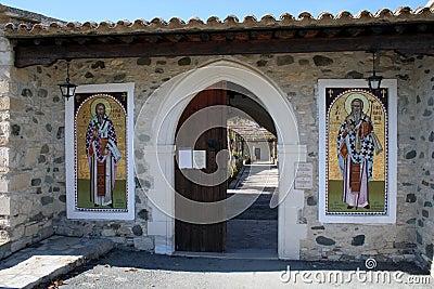 Ayios Heraklidhios entrance