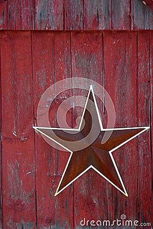 Azienda agricola: granaio rosso di colore rosso della stella