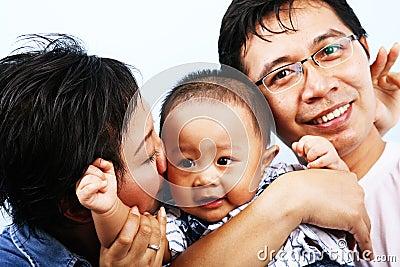 Azjatykci szczęśliwa rodzina