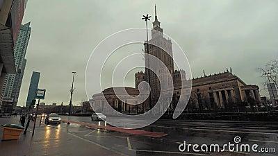 Bâtiment iconique de Stalin dans la faute hyper de Varsovie, Pologne banque de vidéos