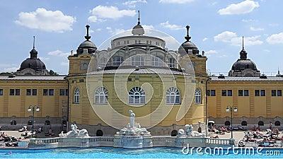 Bâtiment principal de bains de Szechenyi de Budapest, Hongrie banque de vidéos