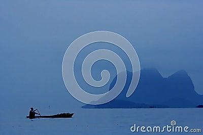 Båtflyktingar ro