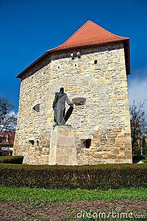 Baba Nova statue