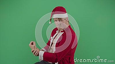 Babbo Natale Grasso Che Posa Come Un Bodybuilder video d archivio