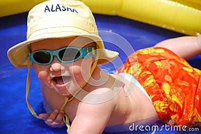baby boy playing swimming pool 12457167 - Hayallerinizi veya olmak istediğiniz yeri, anı anlatan bir resim paylaşın