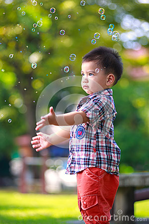 Free Baby Boy With Soap Bubbles Royalty Free Stock Photography - 33570907