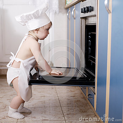 Free Baby Chef Cooks In The Oven Food Royalty Free Stock Photography - 47816037