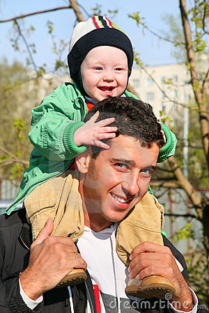Baby on father s shoulders