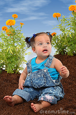 Free Baby Girl Garden Royalty Free Stock Images - 15218079