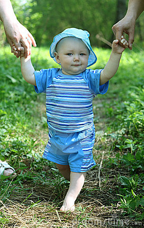 Free Baby Learning To Walk Stock Images - 14689314