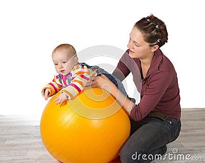 Baby met de vertraagde ontwikkeling van de motoractiviteit