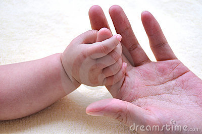 Baby and mother hands 2181