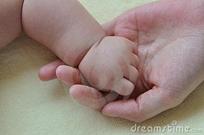 Baby and mother hands 2184