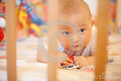Baby play in bed with grating