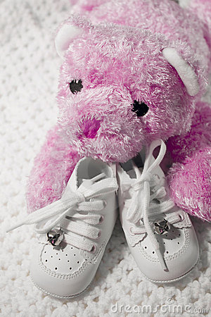 Free Baby Shoes And Teddy Royalty Free Stock Image - 280216