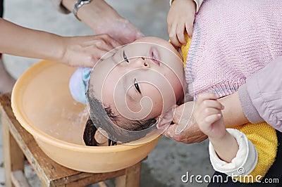 Baby to shampoo