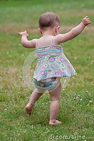 Free Baby Walking Stock Photography - 15111282