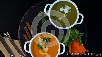 Bacias de sopa vegetal caseiro gourmet video estoque