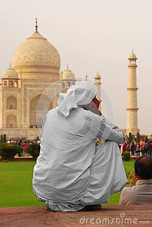 Free Back Portrait Of An Indian Man Looking Deeply Into The Majestic Taj Mahal At Agra, Uttar Pradesh, India Royalty Free Stock Image - 108838426