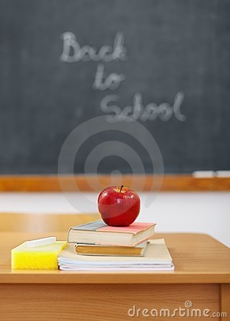 Free Back To School On Chalkboard And Apple Royalty Free Stock Photo - 20265465