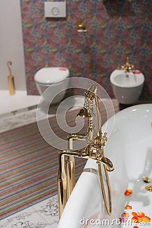 Badet dekorerar interioren