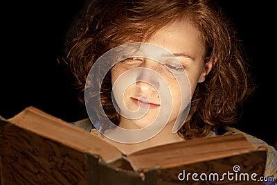 Baeutiful Girl reading a book