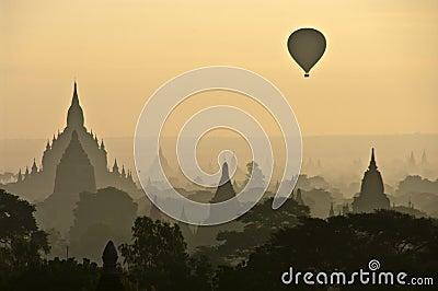 Bagan misty ανατολή