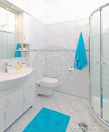 Stanza da bagno in blu ed in bianco fotografia stock   immagine ...