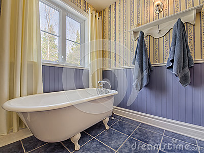 Bagno giallo pareti bianche in bagno with bagno giallo - Arredo bagno stile antico ...
