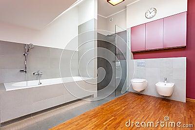 Bagno con pavimento rosso design casa creativa e mobili ispiratori - Pavimento bagno moderno ...