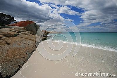 Baia bianca di Binalong dell acqua del turchese della sabbia
